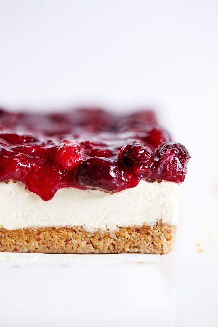 Vegan Cranberry Cheesecake Bars // Natural Girl Modern World // Vegan & Gluten Free