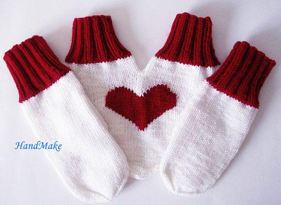 Варежки Сердечко, вязаные перчатки, перчатки для двоих, перчатки для влюбленных, подарок, любовь, зима, ручная работа