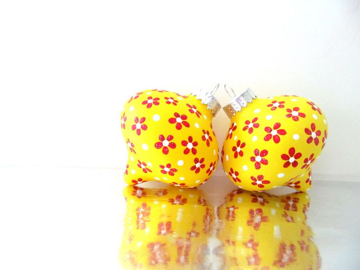 Flowers yellow and red christmas tree ornaments two hand for Red and yellow christmas tree