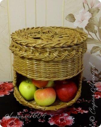 Поделка изделие Плетение Яблочно-луковые домики Бумага газетная Трубочки бумажные фото 2