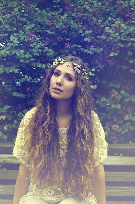 I am absolutely in love with her hair... Beautiful