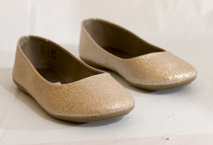 EURO CHIC: Gold glittery ballet flats by Smartfit, $14.99 at Payless.com. Enter to win a $ 500 shopping spree with @TheProvince and Brentwood Town Centre: http://theprov.in/pinandwin #backtoschool