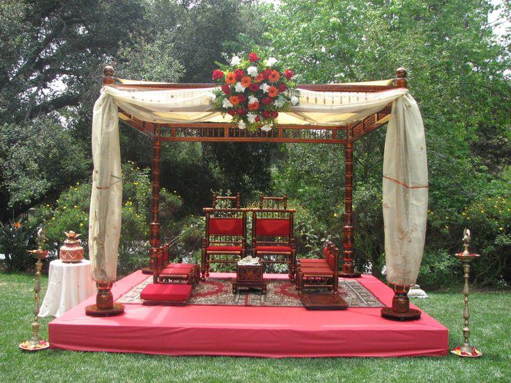 Minimally decorated mandap.