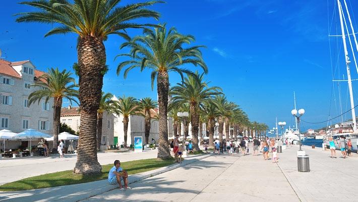 Trogir, o bijuterie a coastei dalmate - galerie foto.  Vezi mai multe poze pe www.ghiduri-turistice.info