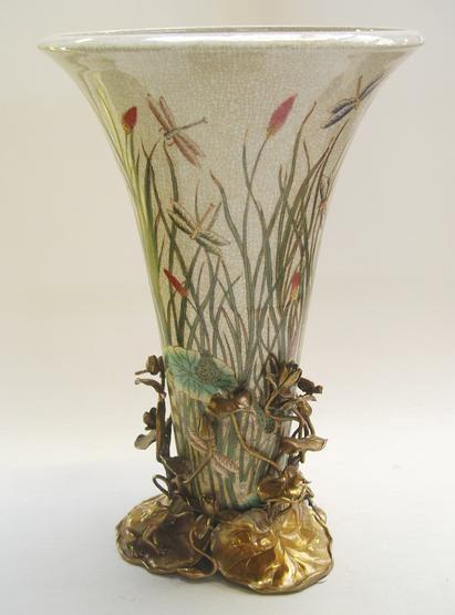 Porseleinen vaas afgewerkt met libellen