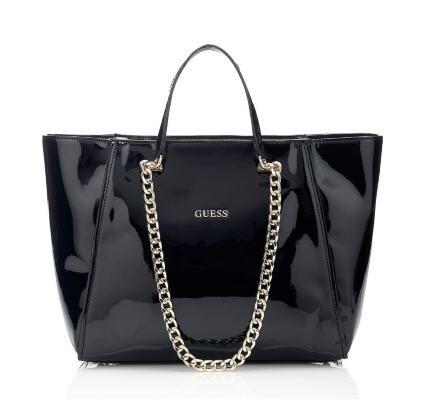 Sacs Guess, craquez sur le Sac à main Nikki patent chain tote bag Guess prix promo GUESS 145.00 €