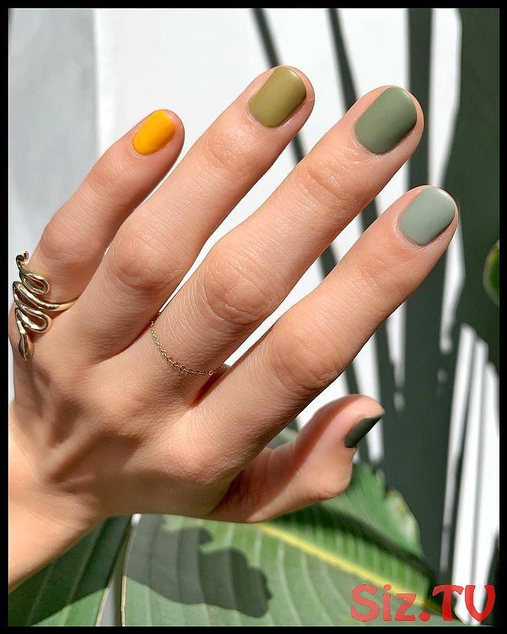 Multicolored Nails Mit Dieser Beauty Regel Sieht Der Trend Nie Kindlich Aus Multicolored Nails Mit Dieser Beauty Re Ongles Multicolores Vernis A Ongles Ongles