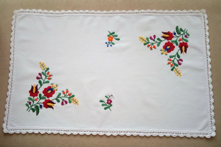Matyo hand-embroidered tablecloths. Hungarian embroidery on sale.