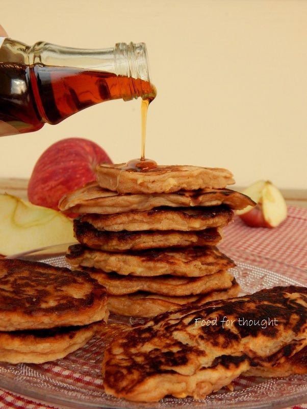 Μηλοτηγανίτες. http://laxtaristessyntages.blogspot.gr/2014/11/apple-pancakes.html