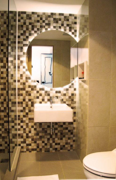 artotel surabaya - bathroom why mirror have to be symmetrical?!!