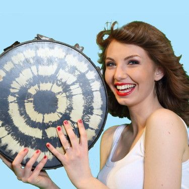 Samantha Monteforte new #tambourine #player of #PassioneTaranta the female #taranta #pizzica band from Salento (Italy) - copyright TARANTAchannel  www.trio-amigos.com