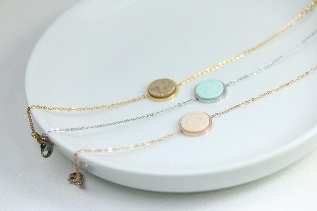 Personalisierte Armbänder: zartes Armkettchen im Boho Look / personalized bracelets: delicate chain in coho look made by Josemma via DaWanda.com