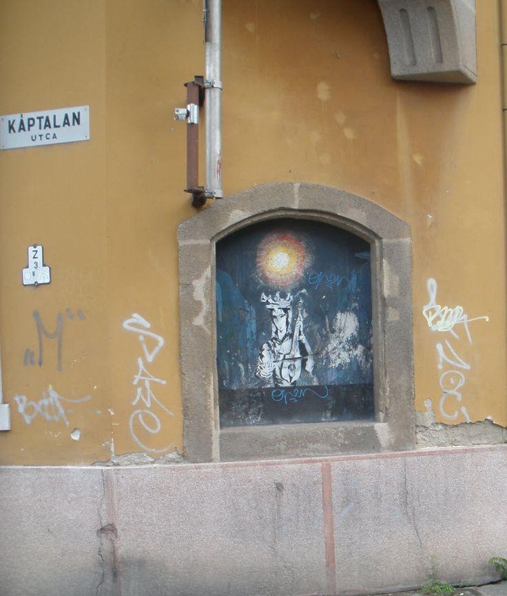 """Hortovány """"Kettős"""" Tamás alkotás a Káptalan utva sarkán. Már többször át volt festtve"""