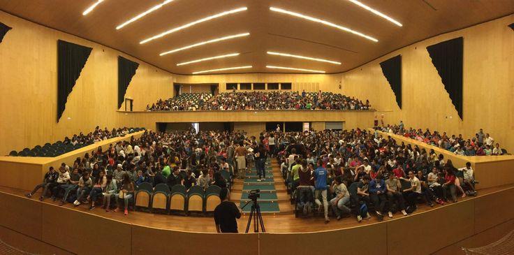 Visita al FESCIGU, en el Auditorio Buero Vallejo, de varios cursos de Ed. Primaria y E.S.O. de diversos colegios e institutos de la localidad.