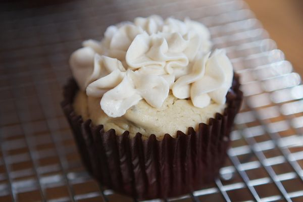 Irish Cream Cupcakes w/Bailey's butter cream icing (I use this icing ...