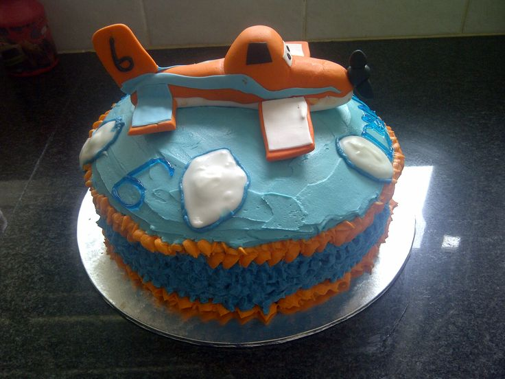 Side of Planes cake with Dusty topper