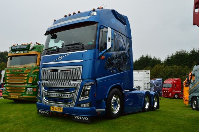 volvo fh4 globetrotter xl 2 vehicles pinterest volvo. Black Bedroom Furniture Sets. Home Design Ideas