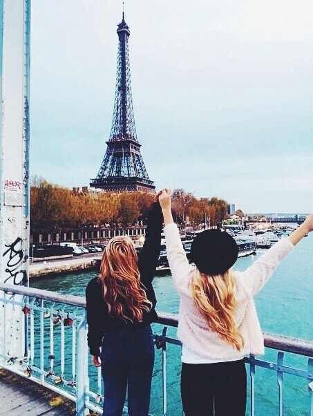 Image via We Heart It https://weheartit.com/entry/156781100/via/21786421 #eiffeltower #friend #friendship #fun #girls #paris