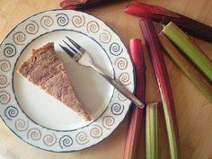Rabarber Clafoutis zonder Granen {Glutenvrij, Paleo- & GAPS-proof} | Een van mijn favorieten seizoensproducten in deze tijd van het jaar is toch wel rabarbe