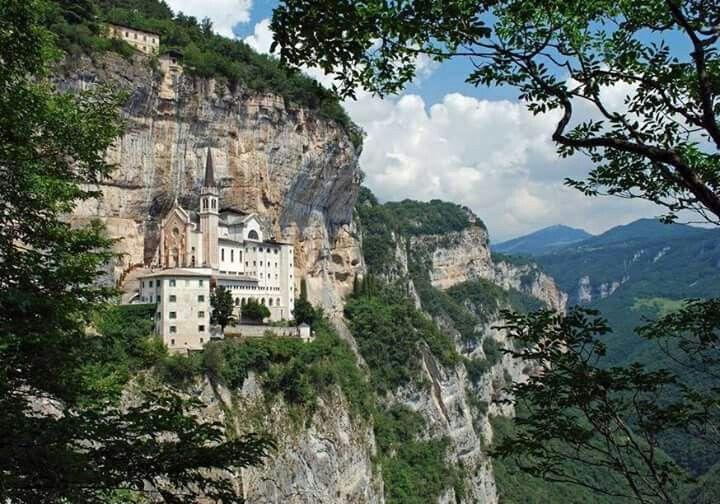 Santuario della madonna della corona monte baldo vr for Santuario madonna della corona