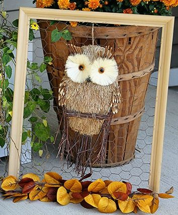Tired of your traditional fall wreath? Make a framed chicken wire owl for your door instead. via houseofhawthornes.com