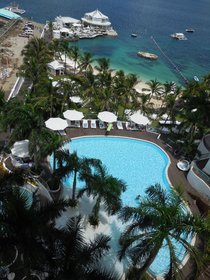 Mövenpick Cebú (PHilipines) with a cool Ibiza beach club & great private beach