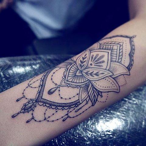 best 25 arm tattoos girls ideas on pinterest rose outline simple girl tattoos and flower arm. Black Bedroom Furniture Sets. Home Design Ideas