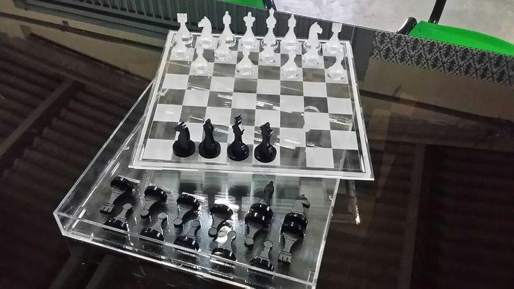 jogo de xadrez em acrílico com gravação a laser