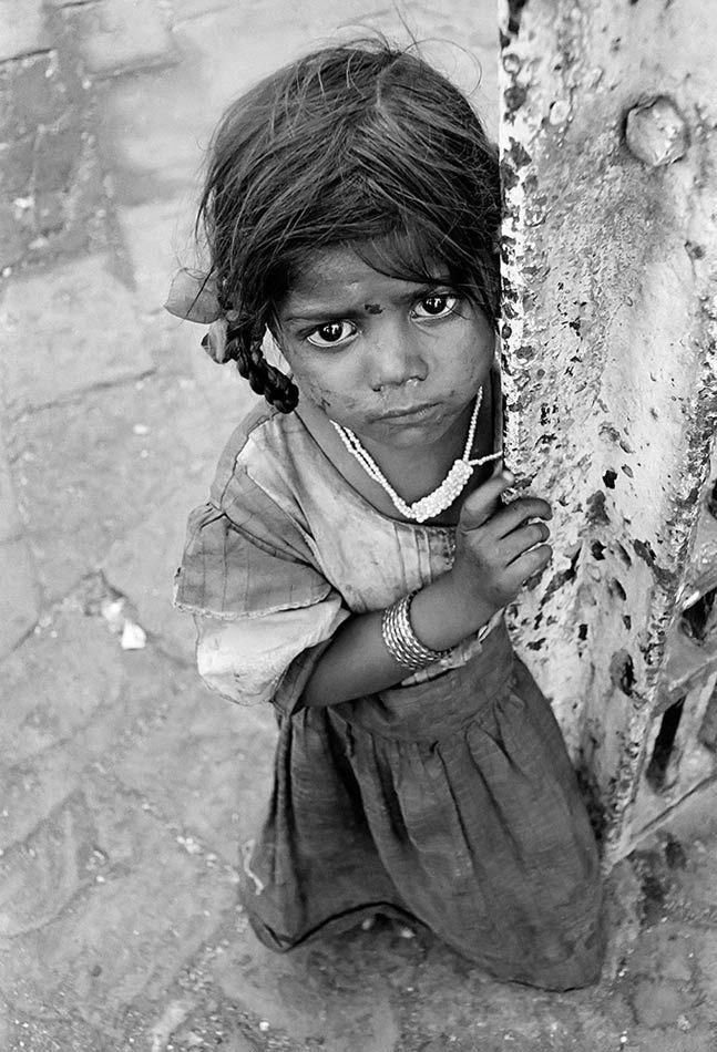 Street children of bombay | foto: dario mitidieri, kid, child, girl, powerful face, intense eyes, poverty, pain, emotional, if eyes could only speak, b/w