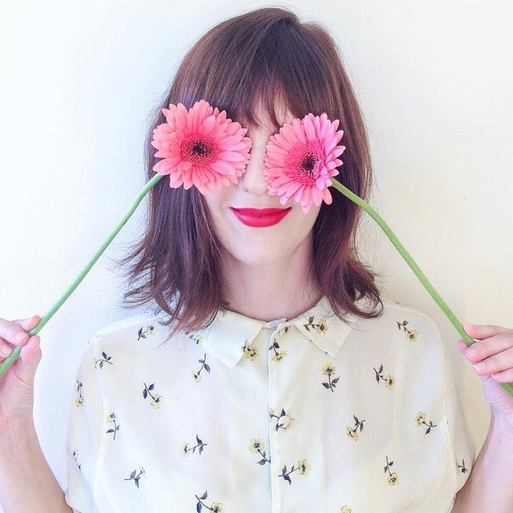// Lilian Larrañaga / Zóio de frô  #flowers #floweroftheday #floralgirl #retrogirl #gerbera #flores