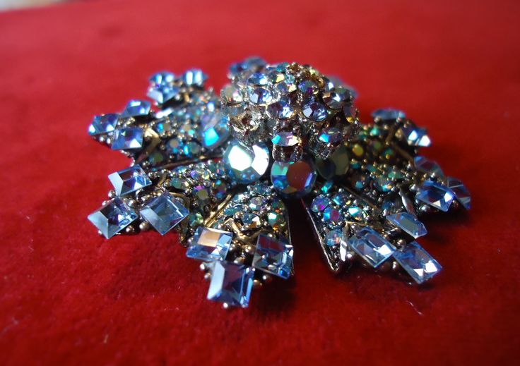 Costume Jewelery Vintage Brooch (made in USA)