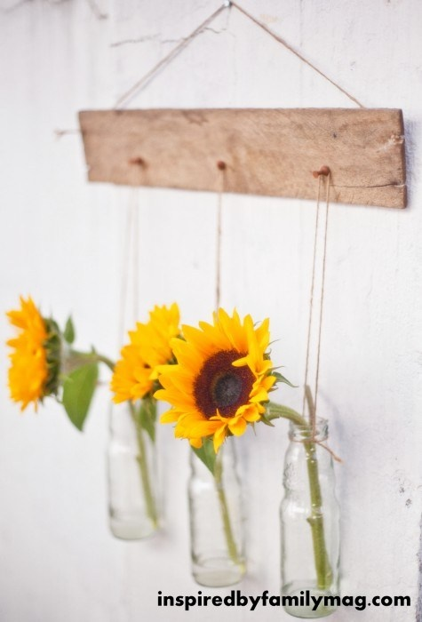 Pallet Wall Decor with Hanging Vases Filled with Sunflowers ♥ Source: Inspired By Family