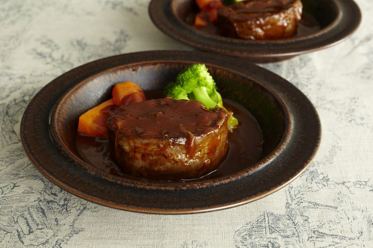 かたまりの牛肉で仕上げるローストビーフを、なんと薄切り肉で作っちゃいます!