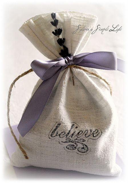 Pretty packaging: Lavender Crafts, Lavender Sachets, Little Crafts, Gifts Bags, Simple Life, Diy Crafts, Holidays Wraps, Things Lavender, Feelings Crafty