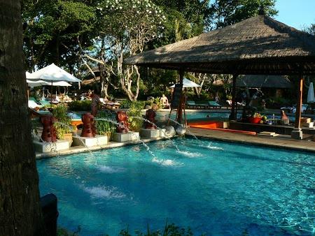 Swimming pool at Hyatt Hotel in Bali. Read more: http://www.imperatortravel.com/2012/12/hotel-hyatt-sanur-bali-welcome-to-paradise.html