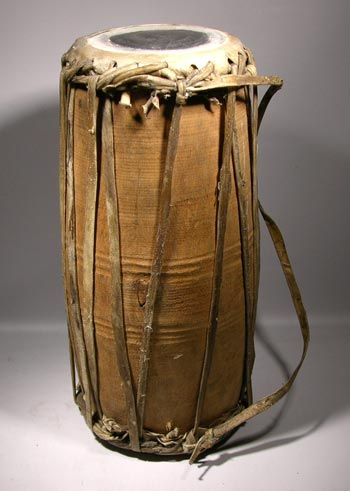 african finger drum | The Chamba people are a small group today living south of the Benue ...This is the drum I want so bad