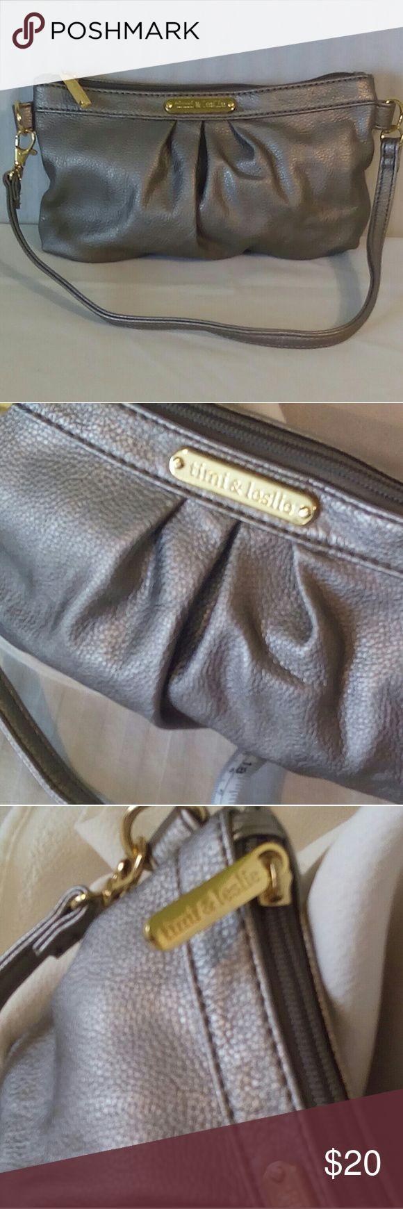 "Timi & Leslie Beige Metalic Handbag Timi & Leslie Beige Metalic Handbag.  Excellent bag.  No stains, rips or holes. 10""L, 5.5""W, 0.5""D, strap drop 4"". Timi & Leslie Bags Shoulder Bags"