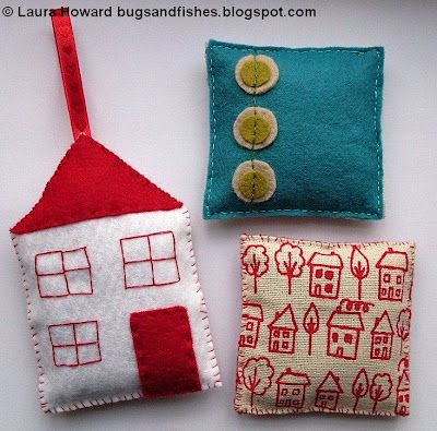 How to Make simple Lavender Sachet bags (at Bugs and Fishes)Lavender Sachets, Sewing Projects, Bugs, Little Gift, Little House, Gift Ideas, Fish, Lavender Bags, Christmas Decor