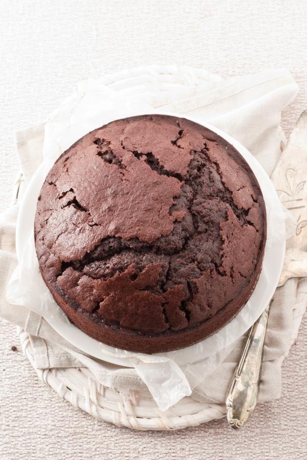 Torta vegana al cacao e fave tonka