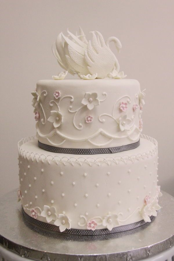 Swan Wedding Cake — Round Wedding Cakes *love the side pipe work