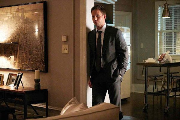 Suits: Mike trai a confiança de Harvey - http://popseries.com.br/2017/08/08/suits-7-temporada-brooklyn-housing/