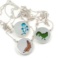 Necklaces: Imprint Necklaces, Cute Ideas, Art Ideas, Cool Necklaces, Jewelry Ideas, Random Things Ideas, Cut Out Necklaces, Fauna Necklaces