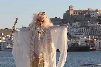 El Gay Pride 2017 arranca con nueva imagen. El artista e icono de la noche ibicenca Baby Marcelo es el modelo elegido para la imagen de la nueva edición. Diario de Ibiza, 2017-03-30 http://www.diariodeibiza.es/cultura/2017/03/30/gay-pride-arranca-nueva-imagen/906002.html