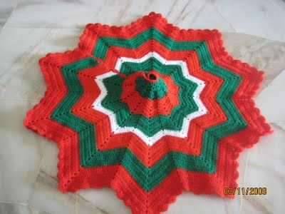 Knitting Pattern Christmas Tree Skirt : 25+ best ideas about Corner christmas tree on Pinterest Hand christmas tree...