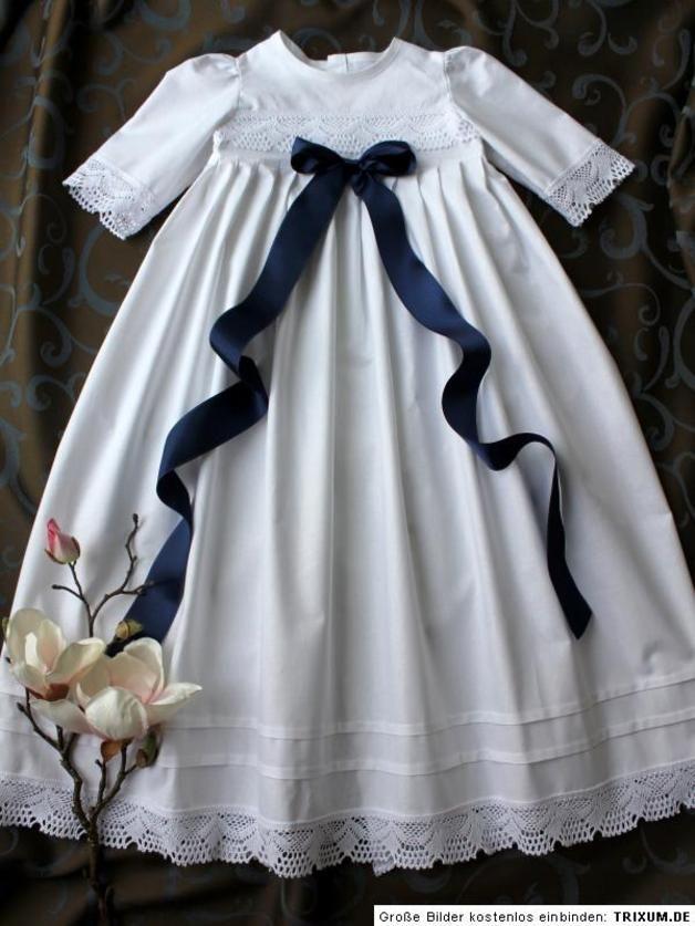 Handgefertigtes Taufkleid für Jungen und Mädchen aus 100 % Baumwolle, mit Baumwollspitze verziert. Erhältlich in den Größen 56 bis 86. Auch Zwischengrößen (z.B. 62/68) sind möglich. Unsere...