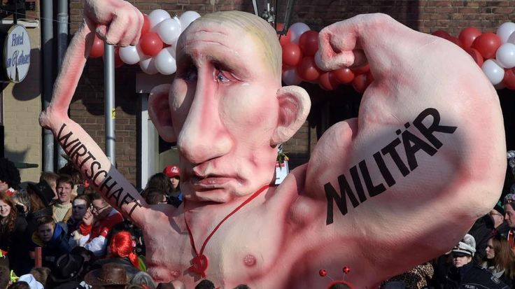 Von Köln bis Köthen: So närrisch feiert Deutschland den Karneval -  Ein Mottowagen mit dem russischen Präsidenten Putin beim Rosenmontagszug in Düsseldorf