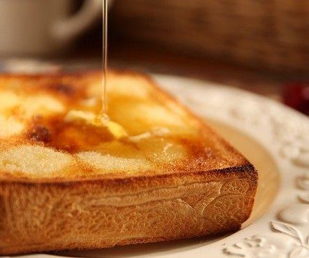 ついついマンネリ気味になりがちな朝のメニュー。今回はハチミツとバターを使って焼くだけではない、ハニートーストのアレンジレシピをあつめてみました。