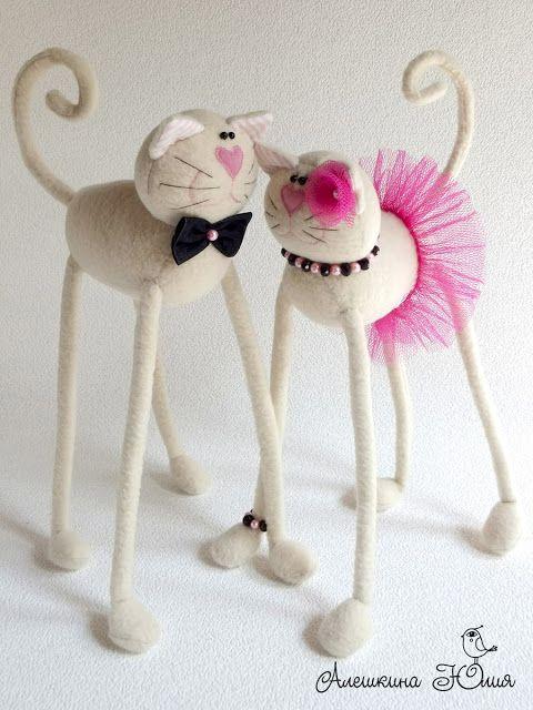 Алешкина Юлия. Игрушки ручной работы: Котики розово-бежевые
