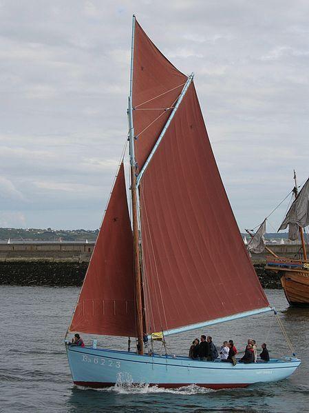 """Le """"Saint Guénolé"""",  un des derniers sloops coquilliers à voiles de la Rade de Brest"""