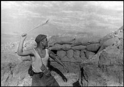 Un soldado dinamitero, Carabanchel, junio de 1937, Gerda Taro #photography @Qomomolo